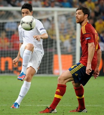 Samir_Nasri_and_Xabi_Alonso_at_Euro_2012_match_Spain-France